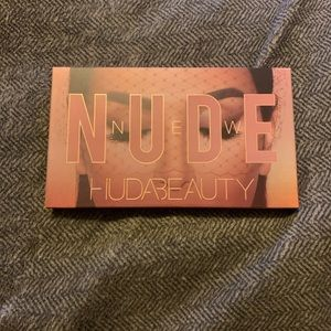 Huda Beauty New Nudes Palette